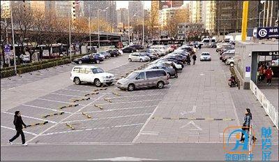 KTV拥有3000平停车场,免费停车无后顾之忧.jpg